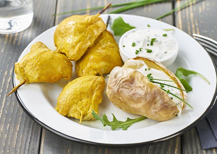 recette_brochettes_poulet_bio_tandoori_pommes_de_terre_sauce_herbes